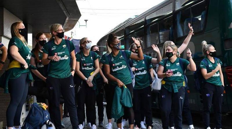 Australian softball team arrives in Tokyo