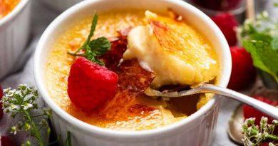 Crème Brûlée (French vanilla custard)